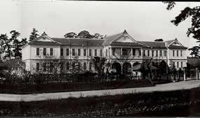 写真:本館(パノラマ写真、部分)